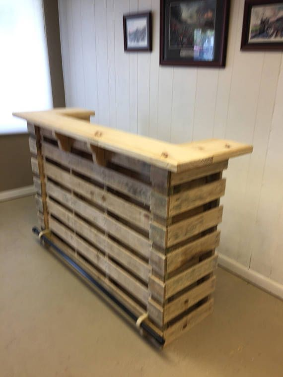The natural pallet bar tiki bar un stained finish - Muebles de terraza con palets ...