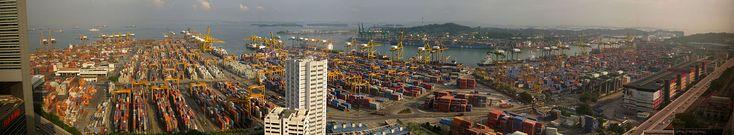 مشهد بانورامي ميناء سنغافورة.