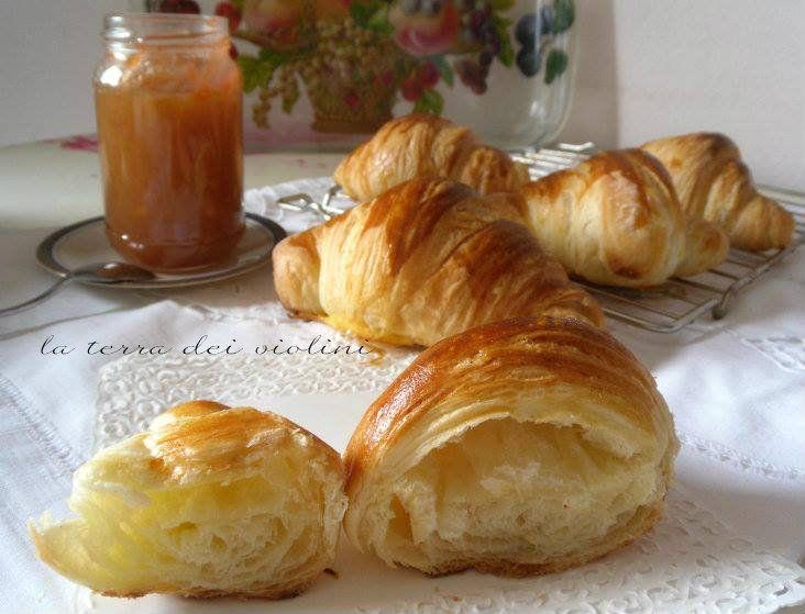 C ornetti sfogliati, o croissant: ricetta come quelli del bar