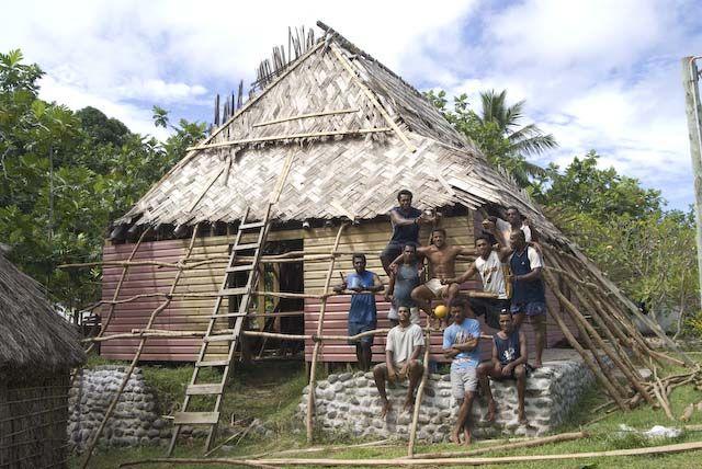 Výstavba domu náčelníka, ostrovy Yasawa, Fidži