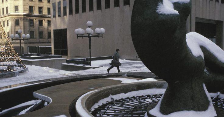 Como fazer esculturas de concreto de forma livre. É possível adicionar algo artístico e muito durável ao seu jardim com uma escultura de concreto projetada por você. Algumas das esculturas modernas mais atrativas foram inspiradas na natureza. Por exemplo, um pássaro voando pode inspirar uma escultura de forma livre que transmita o movimento do pássaro, sem atentar às suas características ...