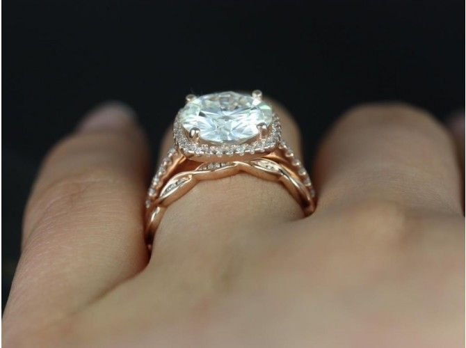 Rosados Box Barra 10mm & Ember 14kt Rose Gold Round FB Moissanite and Diamond Cushion Halo Wedding Set