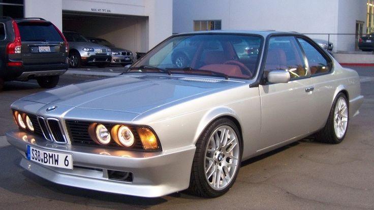 Une vraie rareté que ce coupé 635 CSI de 1988 que nous découvrons légèrement tuné et très bien réalisé, pour ne pas dire fini. Ce coupé de 1988 a délaissé son L6 de 3.5 L et 218 chevaux associé à une BVA pour se voir doté du L6 3.5 L de 315 chevaux de la ….