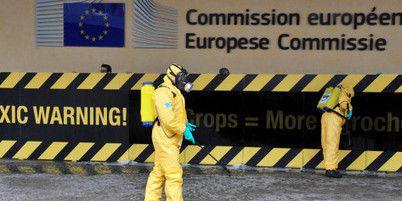"""""""« Un échec retentissant ,» pour la députée écologiste Michèle Rivasi qui met en accusation « une Commission européenne qui se fait le petit télégraphiste des désirs des lobbies de l'industrie agro-chimique, sans s'interroger sur l'avenir et un plan sérieux de sortie du glyphosate. »""""..."""