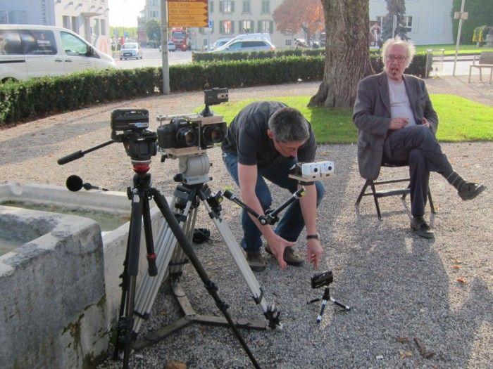 『ゴダール・ソシアリスム』(10)のファブリス・アラーニョが3D撮影。特製取手を作り、2台のカメラを上下さかさまに乗せて撮影。『さらば、愛の言葉よ』 © 2014 Alain Sarde - Wild Bunch