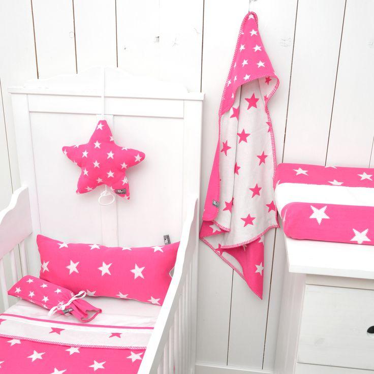 Baby's Only aankleedkussenhoes ster fuchsia / wit uit de populaire ster-collectie uit de online shop van Babyaccessoires.eu. In allerlei kleuren.