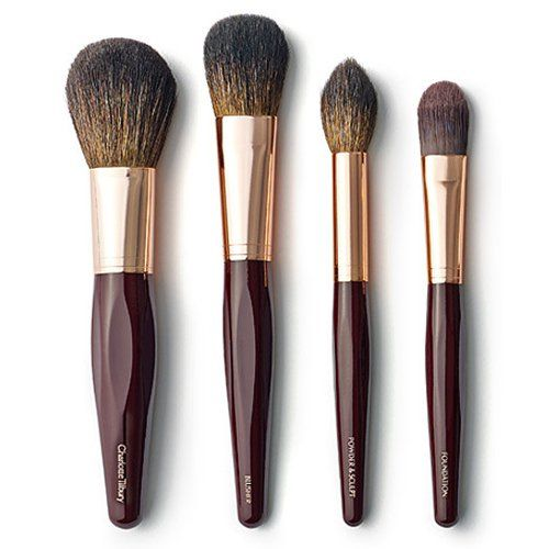 Charlotte Tilbury Blusher brush The perfect blusher brush has a rounded head with lots of bristles to create a flush of color, with the option to POP color on the apples of your cheeks.