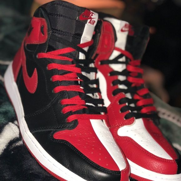 Jordan 1 homage to home double laced size 12 Hi! I'm Robert
