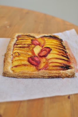 Strawberry-nectarine puff-pastry galette: Pastries Perfect, Modern Pastries, Strawberries Nectarine, Puffpastri Galette, Pastries Favorite, Desserts Bar Sweet Things, Healthy Desserts, Desserts Bars Sweet Things, Puff Pastries Galette