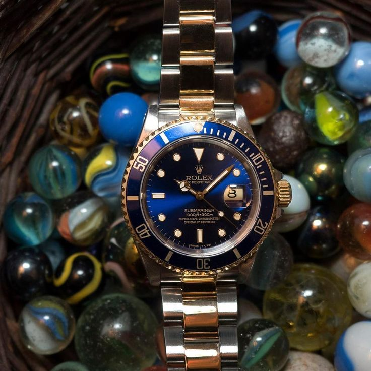 Rolex Submariner from 1993. Seriously how awesome does the blue match with the gold? #watch #rolex #rolexwatches | rolex watches for men | rolex horloge voor heren | rolex horloge voor mannen | vintage watches | vintage horloges | horloges heren | SpiegelgrachtJuweliers.com
