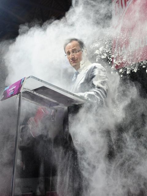 François Hollande Enfariné durant un meeting. 01-02-2012
