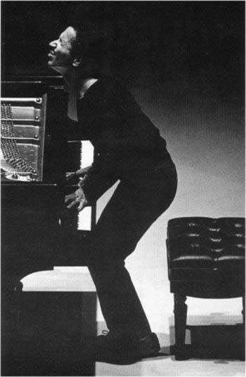Keith Jarrett.-Como pianista de jazz, compositor y saxofonista, está considerado uno de los músicos más originales y prolíficos de jazz de finales del siglo XX. También es un notable intérprete de música clásica al piano.