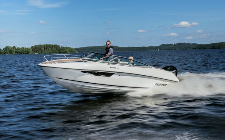 Flipper 670 Daycruiser FLIPPER 670 DAYCRUISER  Flipper 670 Daycruiser, schönes Sportboot, top Fahreigenschaften, Liegefläche, Wassersport, Bodenseezulassung, Aussenborder Preis: CHF 46900,-Bodenseezulassung:Ja Jahrgang:2015Breite:6.66 m Angebot:Neuboote, VorführbooteLänge:2.48 m Typ:Kabinenboot, Sportboot, Daycruiser, Wakeboard, Wasserski