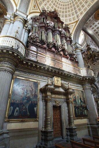 Puerta del Coro y Órgano Barroco Catedral de Puebla, Ciudad Mexicana Patrimonio Mundial.