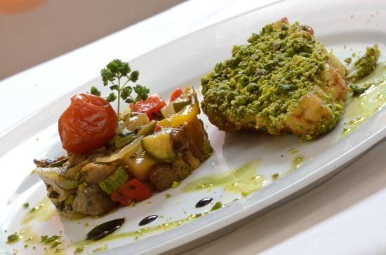 Trancio di Ombrina al pistacchio e caponata di verdure