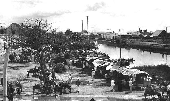 Para quienes no lo han reconocido, este es el Paseo Rodrigo de Bastidas, situado donde hoy la carrera 43 20 de Julio se cruza con la calle 30 Av Boyacá y pasa por el puente a Barranquillita.