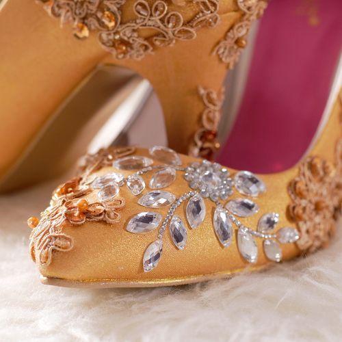 Foto sepatu pernikahan oleh SLIGHTshop.com