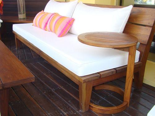 Mesa Auxiliar GREY, un comodín para cualquier sillón o reposera.