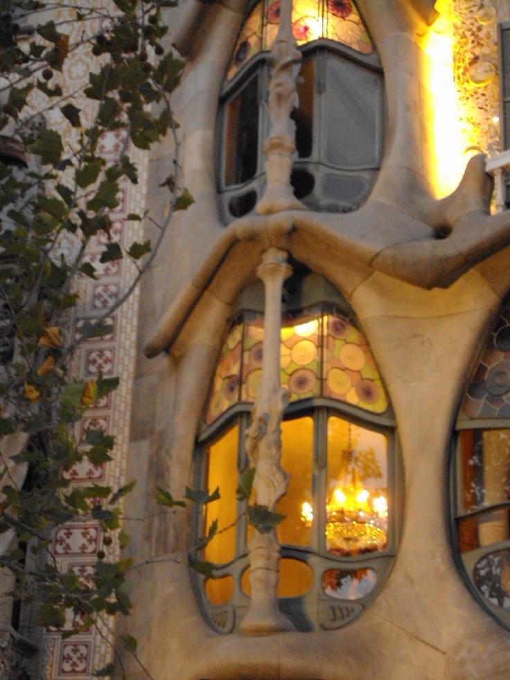 Casa Battlo - Gaudi  -   Je verrrais bien des Elfes en sortir.