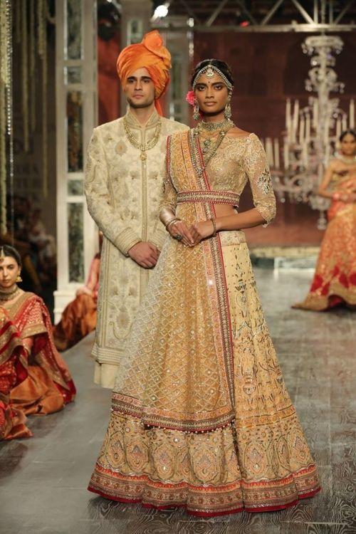 Tarun Tahiliani at India Couture Week 2016 - Look 13