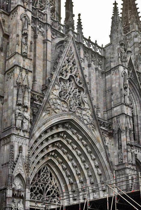 Les 33 meilleures images du tableau architecture gothique for Architecture gothique