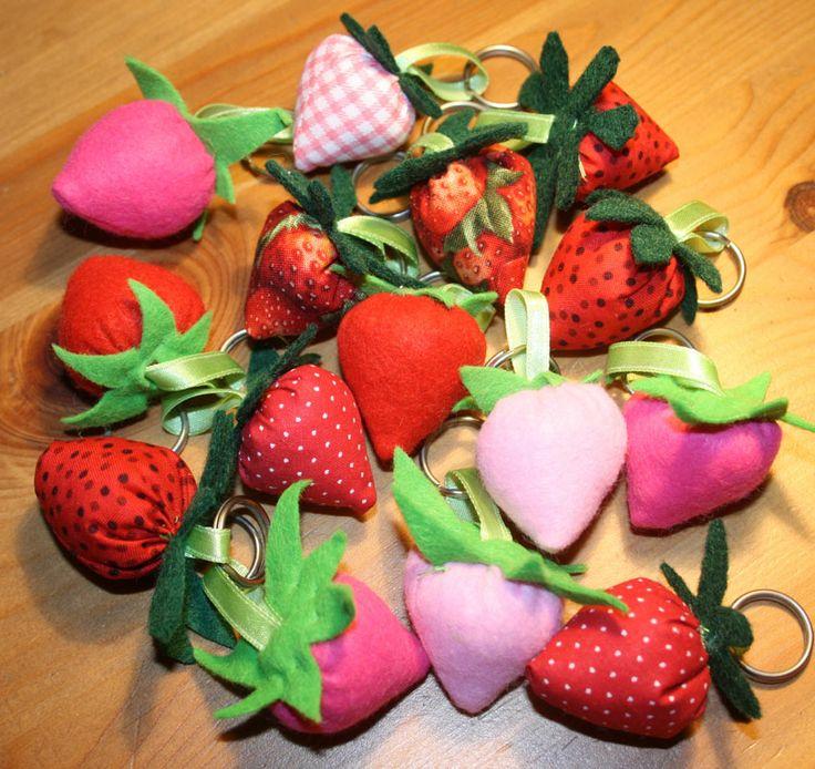 Strawberry keyholder - epres kulcstartó http://www.masnimesi.net/products/epres-kulcstarto/