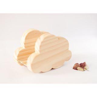 Nuestro #servilleteronube se puede utilizar por los dos lados, ya que ambas caras están cortadas y lijadas a mano. Ah! Y como todos nuestros productos, el diseño es propio ☺️ Pd: Muchísimas gracias por la acogida, que están teniendo nuestros ☁️☁️☁️ #thecrazycraftsman #hechoamano #artesanal #servilleterodemadera #nube #madera #servilleteronubedemadera