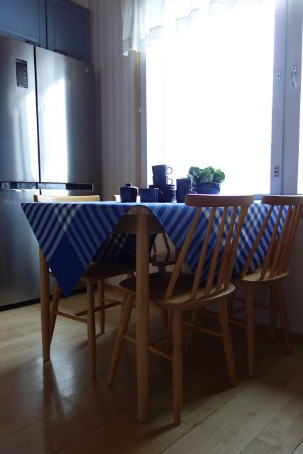 Tee-se-itse-naisen sisustusblogi: Making a DIY tablecloth out of a brand new retro/vintage gingham fabric bought from flea market was one of the easiest sewing projects I've ever done.