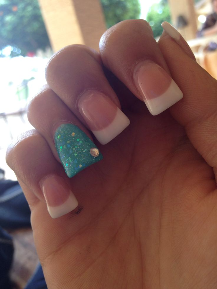 flared nails with accent nail. soo cute(: