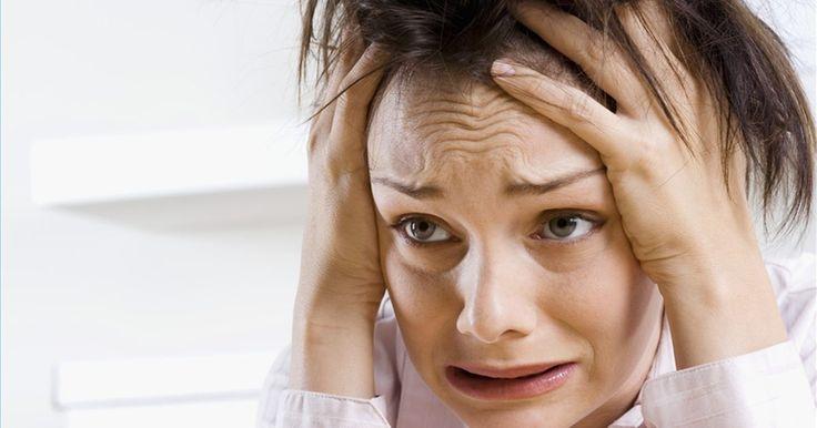 Cómo detener la comezón en el cuero cabelludo. La comezón en el cuero cabelludo es un problema molesto que le puede suceder a cualquiera. Se puede tratar de un signo de distintas enfermedades y generalmente causa caspa, lo que puede resultar embarazoso, o problemas más graves. Algunas personas buscan consejos médicos para el tratamiento de la comezón del cuero cabelludo, mientras que otros ...
