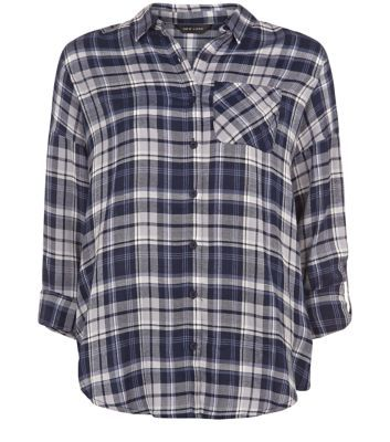 """Pair this check print roll sleeve shirt with ripped knee skinny jeans and plimsolls for an on trend daytime looks.- All over check print- Roll sleeves- Drop shoulder design- Dip back hem- Button front fastening- Collared neck- Single pocket front- Model is 5'8""""/176cm and wears UK 10/EU 38/US 6"""