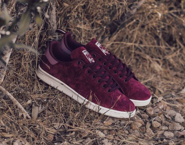 Maroon/burgundy and suede, it's like a match made in heaven. For that reason this new colorway of the adidas Stan Smith is a clear-cut winner.