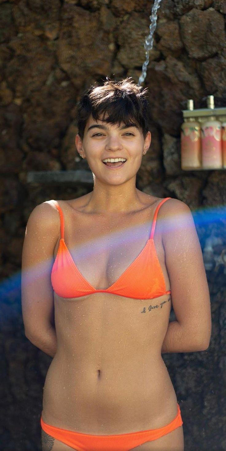 Brianna Hildebrand Bra Size