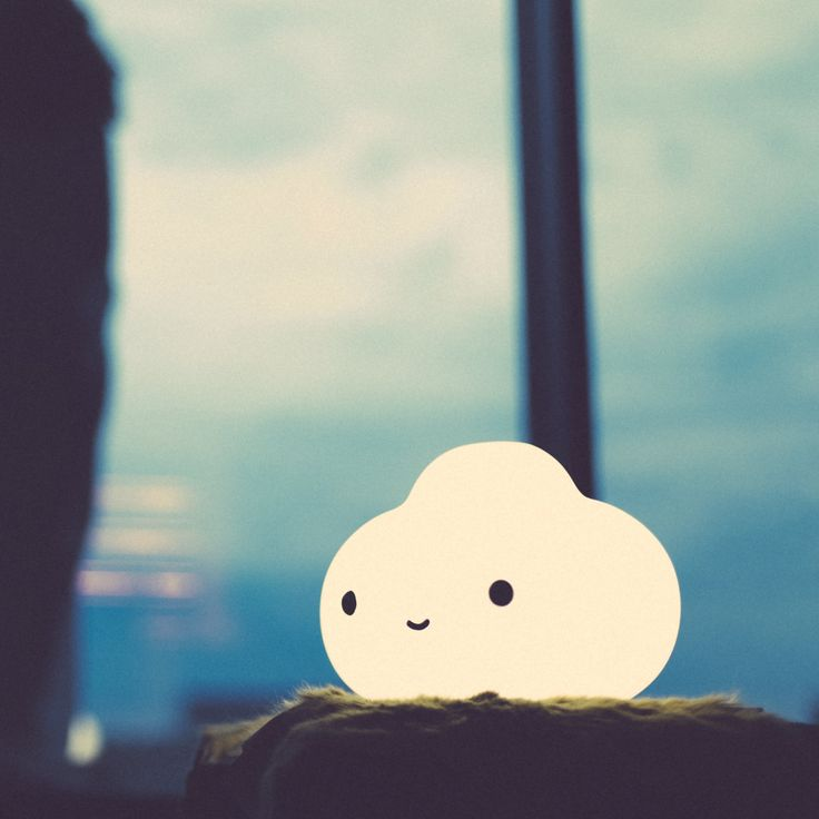 TheLittle Cloud Lamp has 2 different white light intensities: cool white & warm white. CUTE!