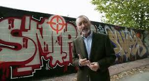 El francotirador paciente. El graffiti de atrás es debido al nombre del graffitero de la historia, llamado sniper.