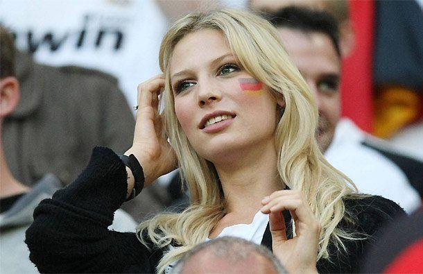 Sarah Brandner la compagna di Bastian Schweinsteiger  #woman #beautiful #calciatori #donna #moglie #fidanzata #boobs #girl #sexy #sex #money #lavitatua #instapic #bestoftheday #vote #instagirl #instasex #pussy #lips #eyes #sensual #life