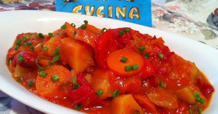 Ingredienti: 400g patate a cubetti,m 370g peperoni rossi a dadini, 200g cipolle affettate spesse, 200g carote a rondelle, 180g passata di pomodoro, 180ml acqua, 10 foglie di basilico tritate grossolan