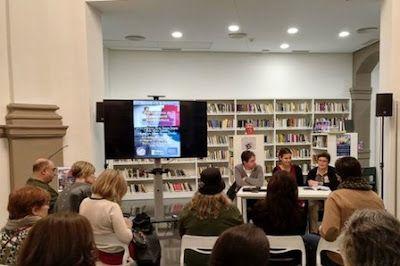 La Biblioteca de la Dona: una habitación propia. Resucitada en noviembre de 2016, alberga más de 20.000 archivos sobre mujer, género e igualdad, un auxilio constante para investigadoras y educadoras. Laura Martínez | El Diario, 2018-02-25 http://www.eldiario.es/cv/femilenial/Biblioteca-Dona_6_737436266.html