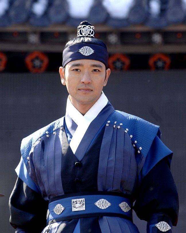 차천수 배수빈    Dong Yi(Hangul:동이;hanja:同伊) is a 2010 South Korean historical television drama series, starringHan Hyo-joo,Ji Jin-hee,Lee So-yeonandBae Soo-bin.About the love story betweenKing SukjongandChoi Suk-bin, it aired onMBCfrom 22 March to 12 October 2010 on Mondays and Tuesdays at 21:55 for 60 episodes.cal television drama series, starringHan Hyo-joo,Ji Jin-hee,Lee So-yeonandBae Soo-bin.About the love story betweenKing SukjongandChoi Suk-bin, it aired onMBCfrom 22…
