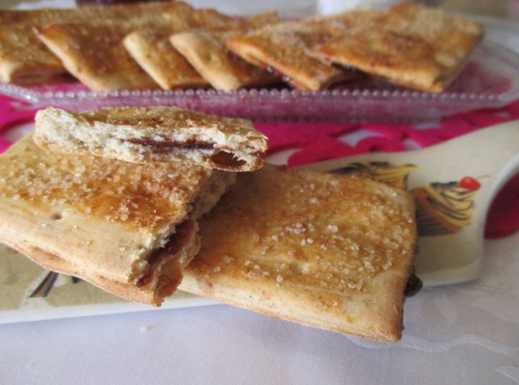 Crackers dolci ripieni con esubero