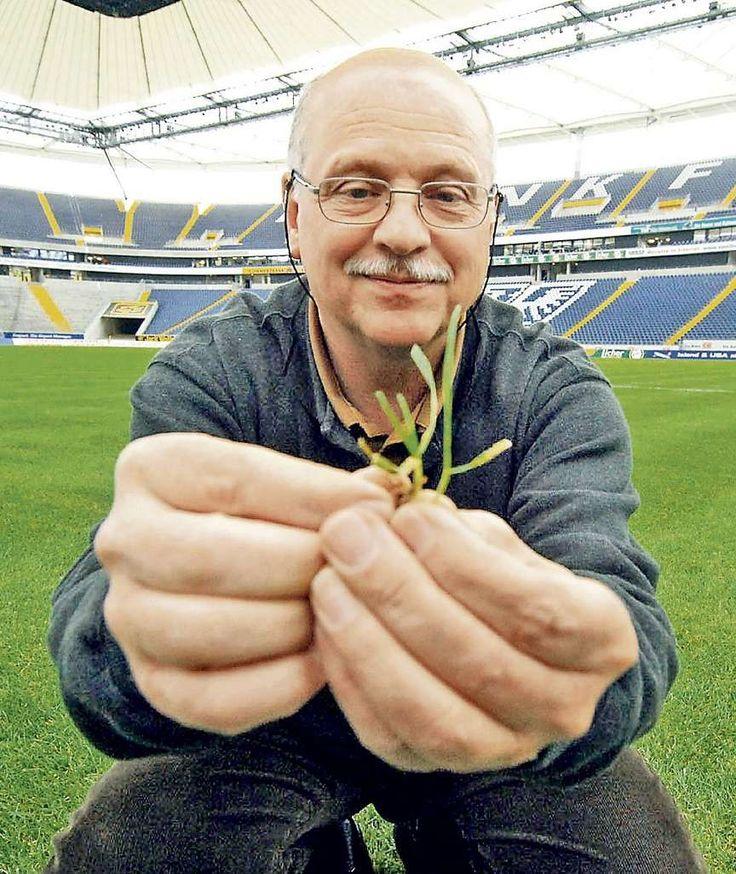 Ideal GARTEN So wird ihr Rasen weltmeisterlich Rainer Ernst pflanzte den Rasen f r unsere Nationalelf