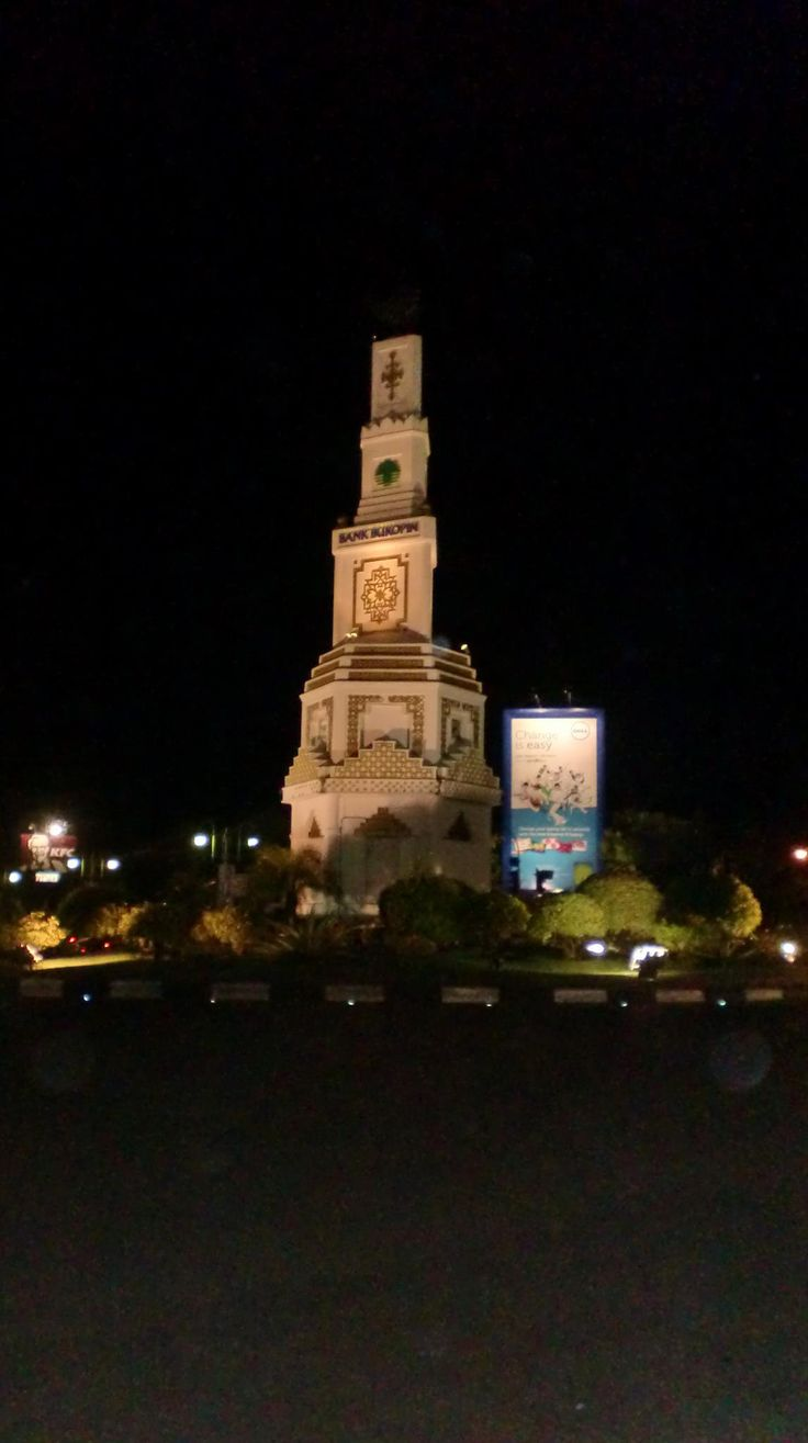 Simpang Lima at Night, Banda Aceh