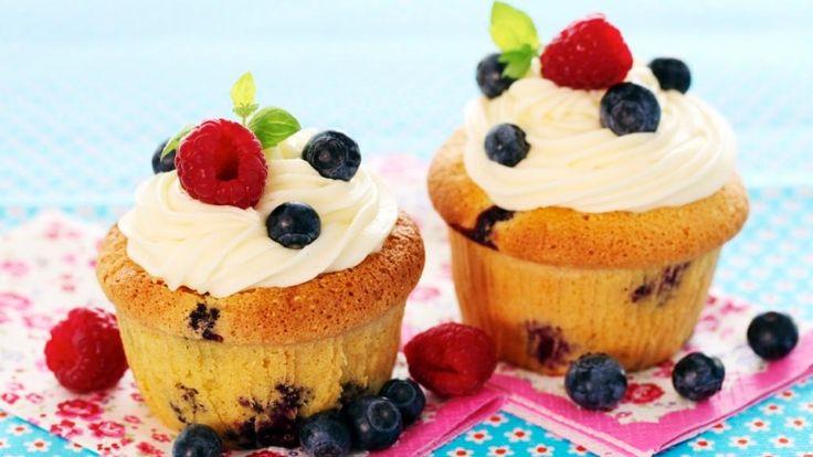 Oppskrift på Cupcakes med blåbær og bringebær