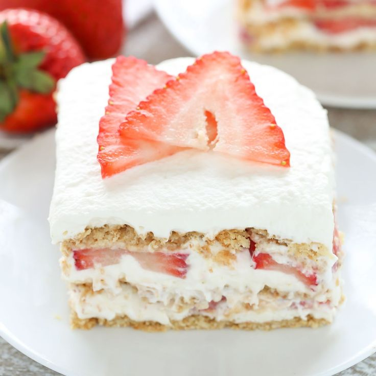1000+ Ideas About Strawberry Cheesecake Cake On Pinterest