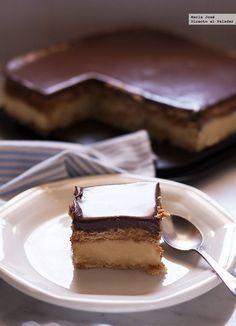 Tarta de la abuela de galletas, chocolate y crema