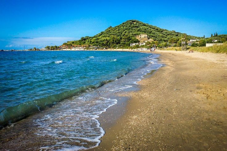 Alykanas beach is ideal for families with young children, couples and groups of friends who wish to spend their day in a quiet beach.