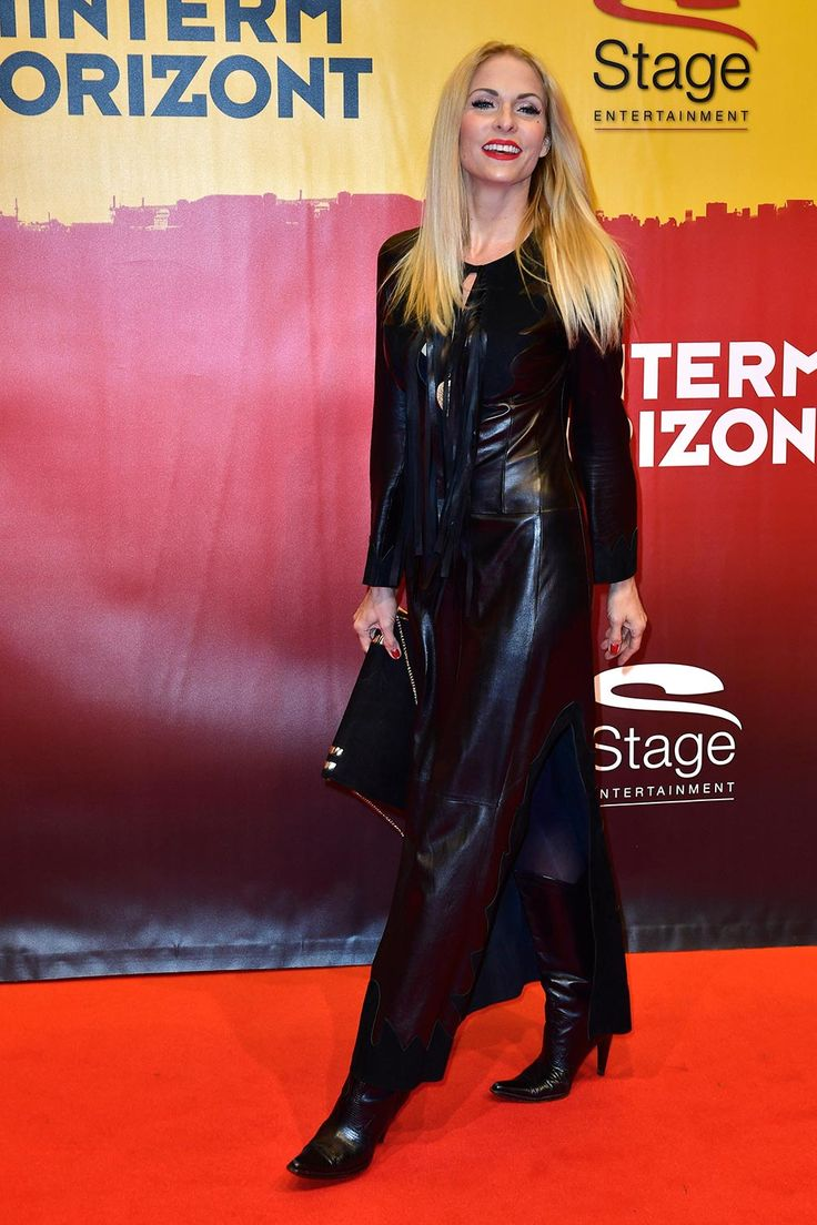 Sonya Kraus attends the red carpet at the Hinterm Horizont Musical premiere at Stage Operretenhaus on November 10, 2016 in Hamburg, Germany.