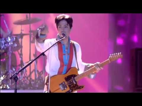 Prince - Purple Rain live at Brit Awards 2006 - YouTube