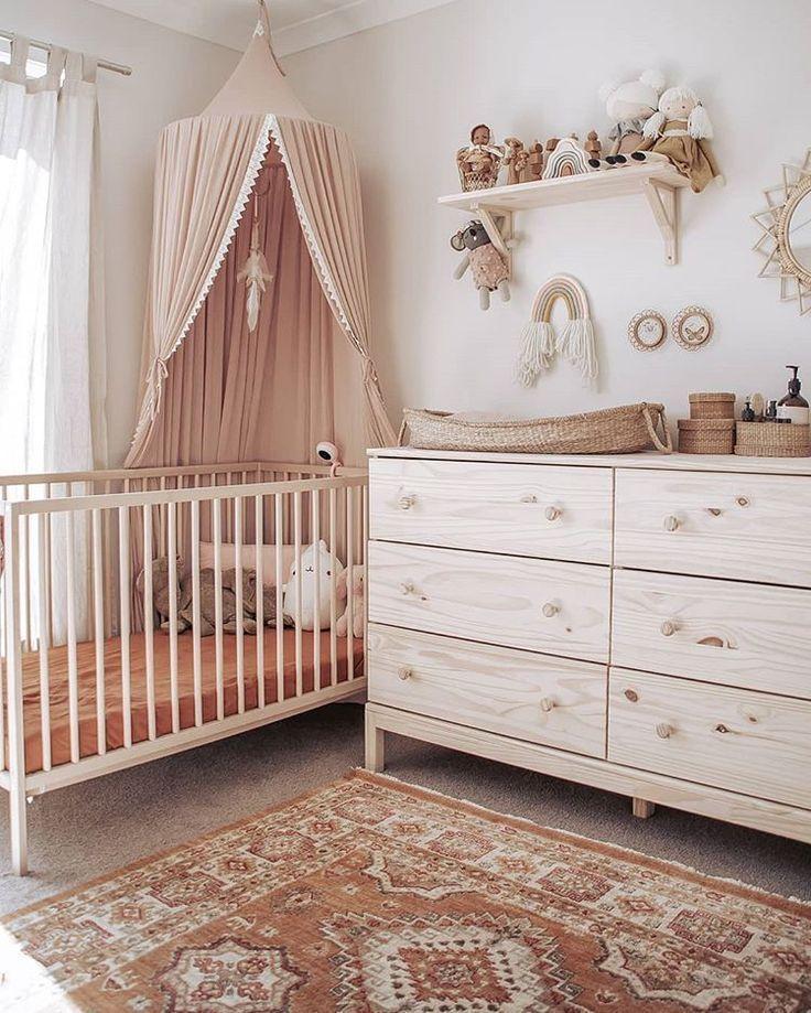 Schön + natürlich. Wir lieben dieses schöne Kinderzimmer, Olli Ella Nyla Wickelkorb für