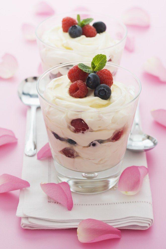 Frozen Joghurt mit Waldbeeren und Minze
